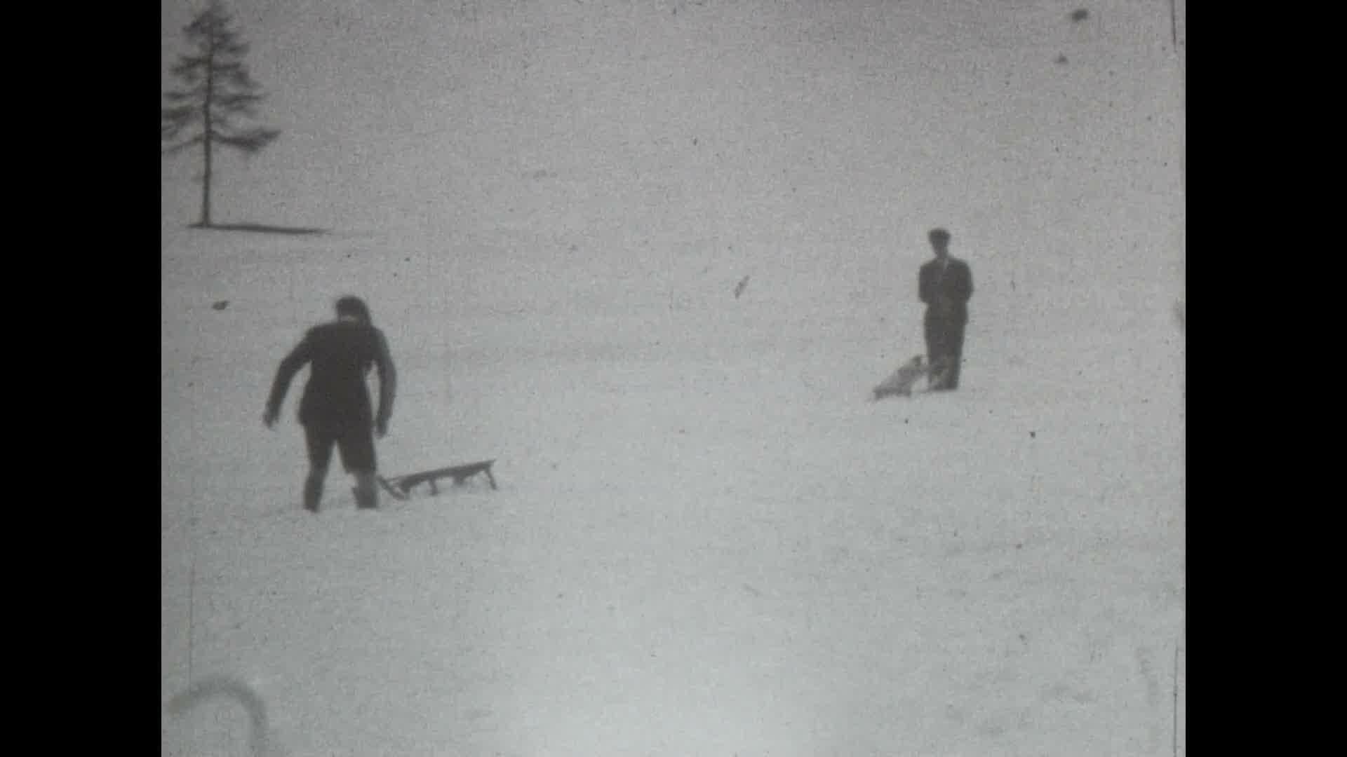 Tourisme d'hiver dans les Hautes-Alpes, 1929 environ