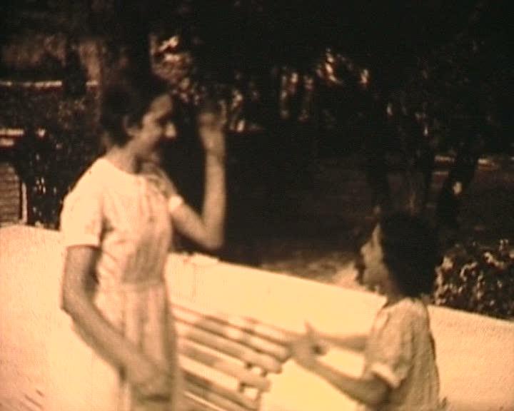 Deux soeurs, vers 1936