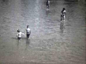 Famille au bord d'un lac
