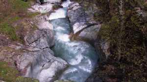 Eau dévale le Valgau (L')